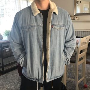 LEVI'S men sherpa lined trucker jacket
